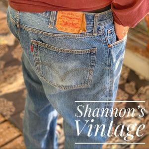 Levi's Classic 501 Sz 42 jeans A27